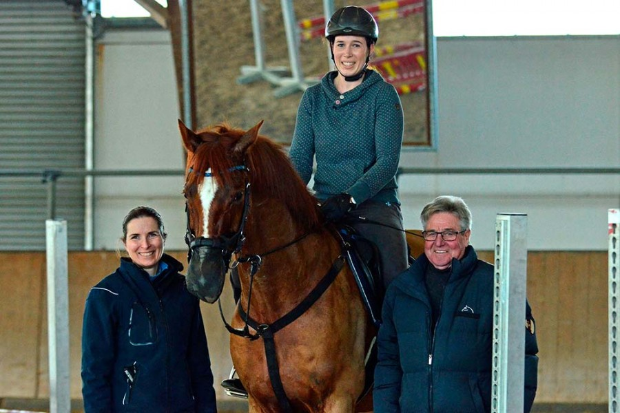 Titelbild: v.l.: Stephanie Schreck, Gabriele Roller mit Momo, Helmut Hartmann